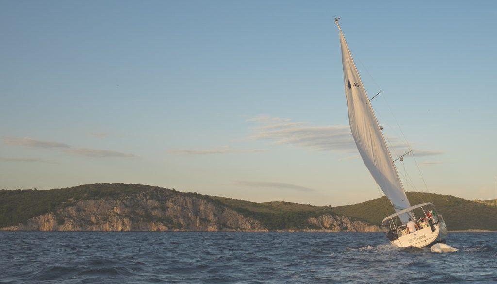 sailing-691802_1920